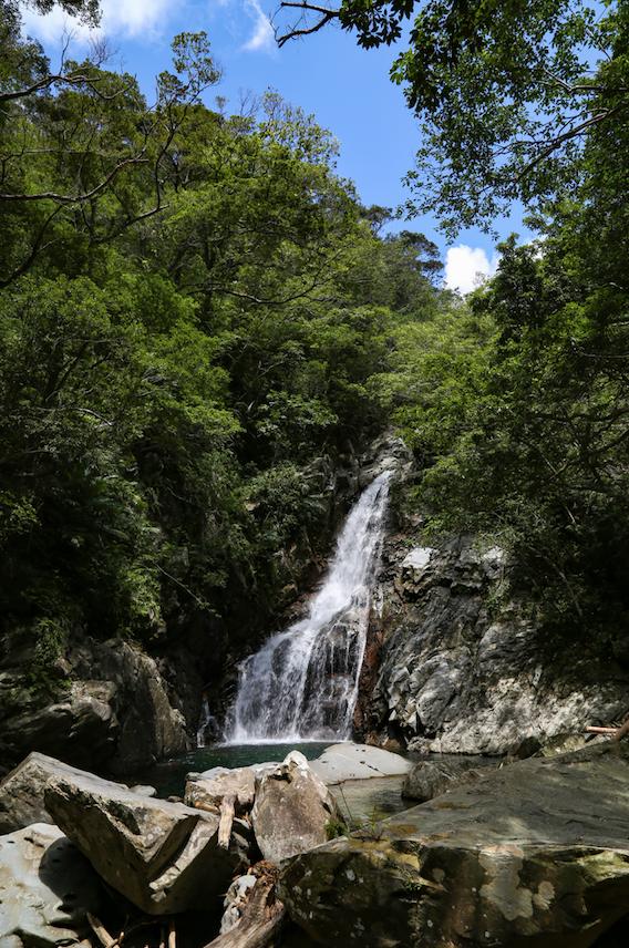 沖縄本島最大の滝、比地大滝/ひじおおたき